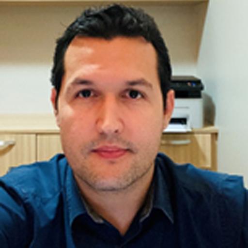 Dr. Rian Souza Vieira
